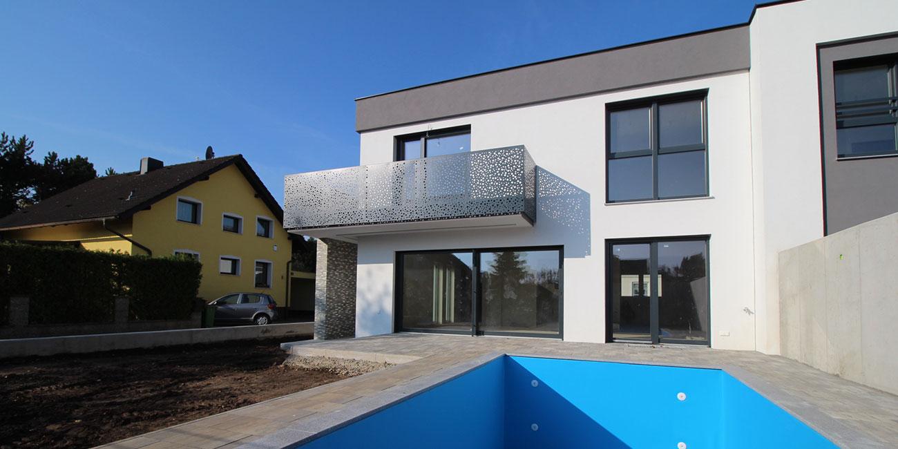IM-Bau-Doppelhaus-mit-Pool